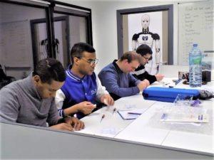 L'équipe travaille sur le finger starter