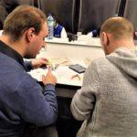 Julien et Alexandre travaillent sur le finger starter