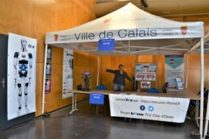 Sophie finalise le stand
