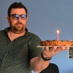 Morgan a ramené un gâteau pour l'anniversaire de Sophie