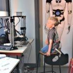 Antoine regarde les imprimantes 3D